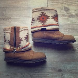 Size 8, 2 in 1 Mukluks Snow Boot